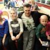 Spotkanie Rafała Brzozowskiego z dziećmi na oddziale onkologii